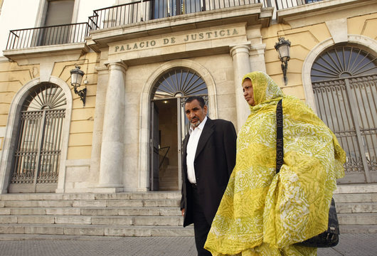 Hawa Mint Cheik El Bou and her husband Mohamed Ould Abdallahi leave the court in central Cadiz