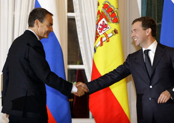 Russia's President Medvedev shakes hands with Spain's PM Zapatero at the Konstantin Palace near St Petersburg
