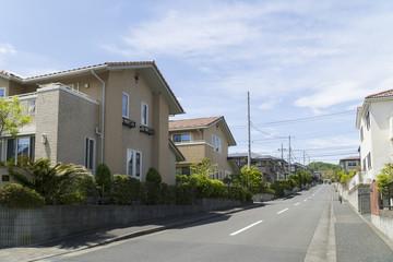 新築分譲住宅街 イメージ 丘陵に立つ家
