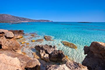 Wakacje na Krecie w Grecji. Idealna plaża Elafonisi z krystaliczną wodą.