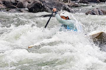 Discesa in canoa fra le rapide