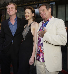 "ACTORS ROBING WILLIAMS AND HILARY SWANK POSES WITH DIRECTOR AT LOSANGELES PREMIERE OF ""INSOMNIA""."