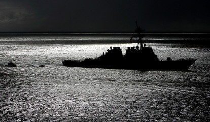 The United States Navy's USS Hopper enters Sydney Harbour with a police escort November 24, 2004. Ho..