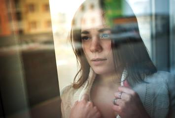 эмоциональная девушка