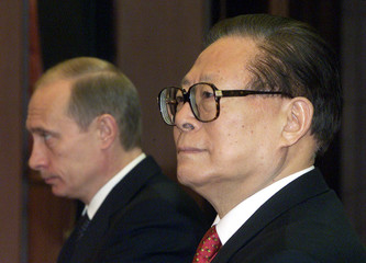 RUSSIAN PRESIDENT VLADIMIR PUTIN AND CHINESE PRESIDENT JIANG ZEMIN HOSTA JOINT NEWS CONFERENCE IN BEIJING.