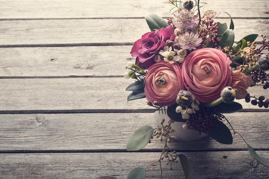 Flower arangement of roses and ranunculus
