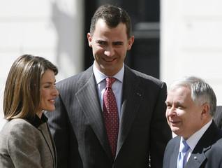 Spain's Crown Prince Felipe and Princess Letizia meet with Poland's President Kaczynski at the presidential courtyard in Warsaw