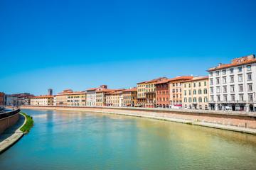 Sur les quais de l'Arno à Pise