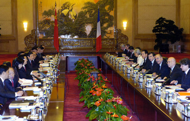 Chirac meets Hu in the Great Hall of the People in Beijing