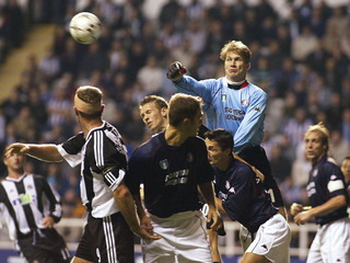 FEYENOORD'S GOALKEEPER ZOETEBIER PUNCHES THE BALL AWAY IN THE CHAMPIONSLEAGUE MATCH AT SAINT JAMES' PARK.
