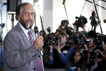 IPCC Chairman Pachauri briefs media in Brussels
