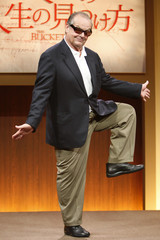 """Actor Jack Nicholson poses at a news conference to promote his movie """"The Bucket List"""" in Tokyo"""