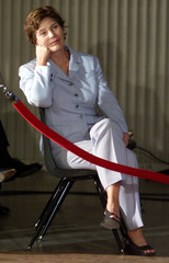 FIRST LADY LAURA BUSH LISTENS TO PRESIDENTS NEWS CONFERENCE.