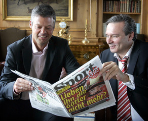 BZ chief editor Mayer and sports chief editor Gronau pose with an edition of the latest 'Sport-B.Z.' issue in Berlin