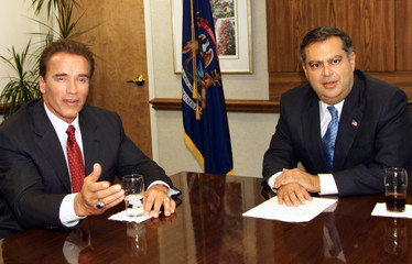 US SECRETARY OF ENERGY ABRAHAM MEETS WITH CALIFORNIA GOVERNOR ELECTSCHWARZENNEGER.