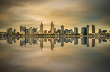 Fotomurales - Sunset skyline of San Diego downtown, California