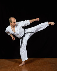A kick  leg to the side athlete beats in karategi Kaderov