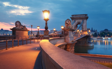 Fotomurales - Czechenyi Chain Bridge in Budapest, Hungary, early in the morning