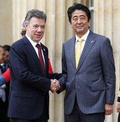 Japan's Prime Minister Abe shakes hand with Colombia's President Santos during a reception ceremony at the presidential palace in Bogota