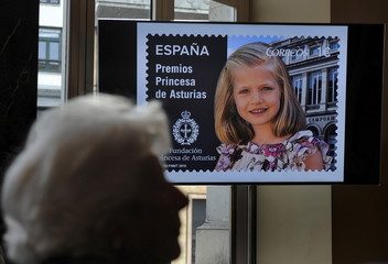Maria del Carmen Alvarez del Valle great-grandmother of Leonor, Princess of Asturiastakes part in the presentation of a series of postage stamps featuring the princess in Oviedo