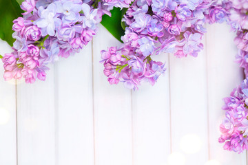 Klistermärke - Lilac flowers bunch on white planks wood background