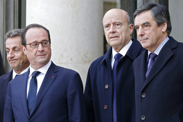 French President Francois Hollande poses with former president and current UMP conservative political party head Nicolas Sarkozy and former prime ministers Alain Juppe, and Francois Fillon in Paris