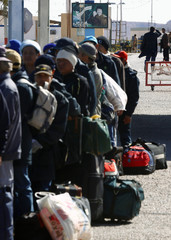 Thai workers cross the border into Tunisia after fleeing unrest in Libya