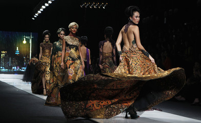Models present creations by Indonesian designer Anne Avantie for 2013 collection during Jakarta Fashion Week