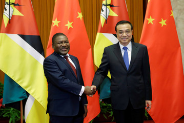 Mozambican President Filipe Nyusi meets China's Premier Li Keqiang at the Great Hall of the People in Beijing