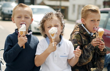 Children eat ice cream at Appleby-in-Westmorland,