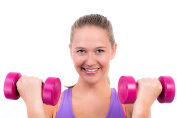 blonde frau macht workout mit hanteln