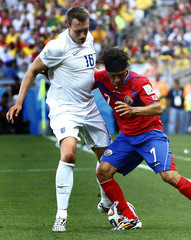 England's Jones fights for the ball with Costa Rica's Bolanos during their 2014 World Cup Group D soccer match at the Mineirao stadium in Belo Horizonte