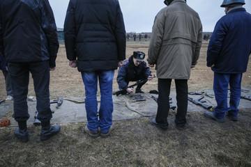"Members of a ""Maidan"" self-defense battalion take part in weapons training at a Ukrainian Interior Ministry base near Kiev"