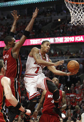Chicago Bulls' Derrick Rose goes to the net past Miami Heat's Chris Bosh during Game 2 of their NBA Eastern Conference Finals playoff basketball game in Chicago