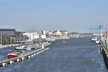 Le canal maritime marchande de Bruxelles vers l'Escaut près d'Anvers