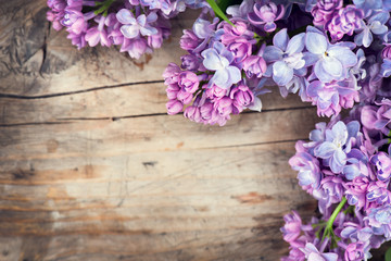 Fotoväggar - Lilac flowers bunch over wood background
