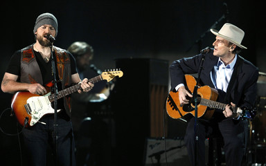 Brown and Taylor perform a medley at the 46th annual Academy of Country Music Awards in Las Vegas