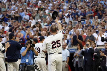 Minnesota Twins Jim Thome acknowledges the crowd after a ceremony honoring his 600th career homerun in Minneapolis