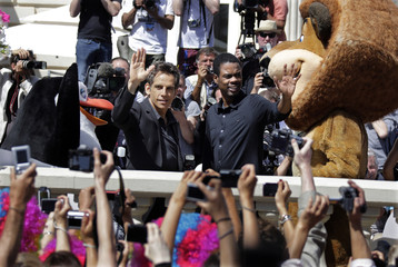 """Voice actors Ben Stiller (L) and Chris Rock (R) pose during a photocall for the animated film """"Madagascar 3:Europe most wanted"""" during the Cannes Film Festival"""