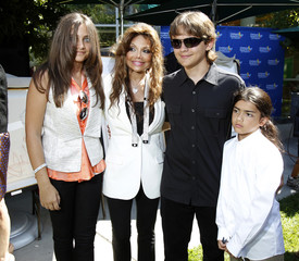 The children of late singer Michael Jackson pose with their aunt La Toya Jackson at the Children's Hospital in Los Angeles