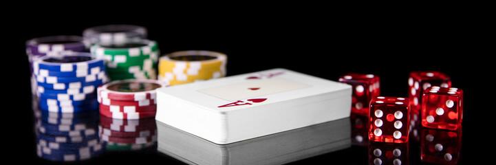Spielkarten, Würfelและ Jetons จาก Schwarz, Konzept Spielwetten และGlücksspiel