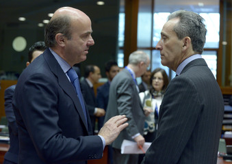 Spain's Finance Minister de Guindos and Italy's Finance Minister Grilli attend an ecofin meeting in Brussels