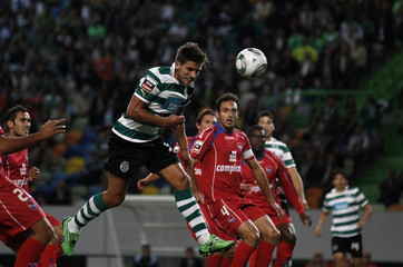 Sporting's Daniel Carrico heads the ball to score the first goal against Gil Vicente during their Portuguese Premier League soccer match at Alvalade stadium