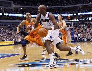 Dallas Mavericks Lamar Odom drives on Phoenix Suns Grant Hill near guard Steve Nash during their NBA basketball game in Dallas