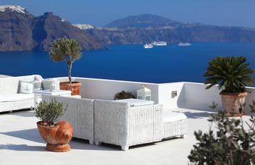 Obraz Santorini taras - fototapety do salonu