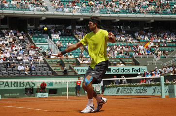 Del Potro of Argentina returns the ball to Montanes of Spain during the French Open tennis tournament at the Roland Garros stadium in Paris