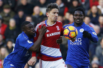 Middlesbrough's Gaston Ramirez in action with Leicester City's Daniel Amartey (R) and Nampalys Mendy