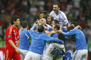 Greece's players celebrate victory against Russia after their Group A Euro 2012 soccer match at the National stadium in Warsaw