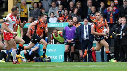 Greg Eden of Castleford Tigers in action