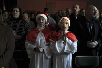 Iraqi girls attend a Christmas mass in Amman